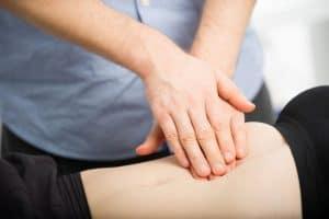 Osteopathische Behandlung des Magens und des umliegenden Gewebes